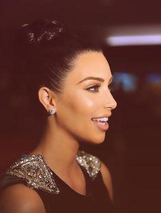 Kim kardashian : beauty : perfect hair and make up : Kim k : perfection Beauty Make-up, Beauty Hacks, Hair Beauty, Glamour Beauty, Beauty Tips, Kim Kardashian, Kardashian Wedding, Kardashian Family, Kardashian Beauty