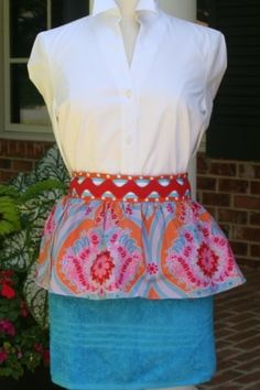 Hot Mama Aprons for women  Love the giant rickrack waistband.  So cute!