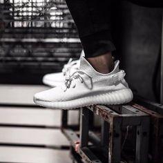 adidas Yeezy V2 Men's Fashion, High Fashion, Fashion Shoes, Fashion Trends, Reebok, Adidas Originals, 350 Boost, Air Jordan, Adidas Women