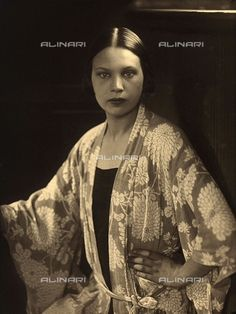 Half-length portrait of Wanda Wulz wearing a kimono dressing gown 1925-1928 Wulz, Carlo Fratelli Alinari Museum Collections-Studio Wulz Archive, Florence