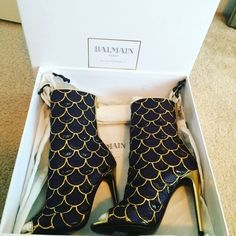 Original BALMAIN BOOTIES, 70% off! Brand new! Balmain Lurex booties. No H&M Balmain, but the original brand with all of its fabulousness! Brand new, never worn, in box with tissue paper. Don't miss out. Balmain Shoes Ankle Boots & Booties