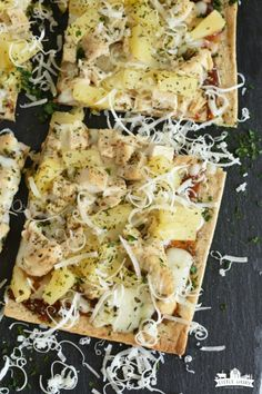 BBQ Hawaiian Chicken Pizza has sweet pineapple, barbecue sauce, and plenty of cheese! Use flatbread crust to make it even quicker! A pizza night fave! Hawaiian Bbq, Hawaiian Chicken, Grilled Flatbread, Flatbread Pizza, Pineapple Pizza, Pineapple Chicken, Chicken Pizza, Grilled Chicken, Parmesan
