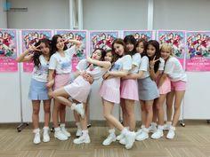 Solo espero que les guste este fic❤ # De Todo # amreading # books # wattpad Nayeon, K Pop, Kpop Girl Groups, Korean Girl Groups, Kpop Girls, Twice Dahyun, Tzuyu Twice, Twice Debut, Shy Shy Shy