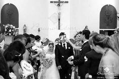 E hoje nossos Noivinhos completam 3 anos de casados �� Foi um dia lindo! Quando os Noivos estão alegres e de coração aberto, tudo vira bênção e a consequência foi um casamento Emocionante... Lindíssimo! Quem não se emocionou? E que orgulho temos deles!  Parabéns! Que Deus esteja sempre a frente e abençoando essa União!  #marianatorquatocerimonial #casamento #cerimonialista #cerimonial #festadecasamento #casamentos #noivas2017  #noivas2018 #hautecouture #weddingdress #casamentodossonhos…