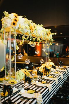 Yellow and black sunflower theme wedding with stripes and chevron print | Photo: Bee Photographie