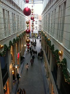 shopping mall in the heart of Maastricht, H&M, Zara, a lot of shoe and gift shops