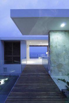 百兎:MOMOUSA, Contemporary ocean front home We absolutely loved...