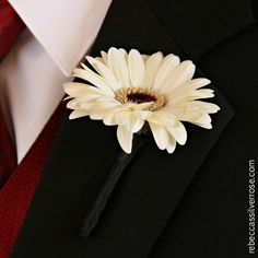 White daisy wedding boutonnière