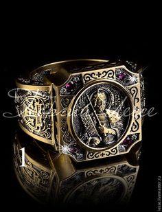 на фото: кольцо из желтого золота 750 пробы с черным родированием, 4 рубина-0,15к, 8 бриллиантов-57гр-0,05к.