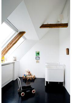 Gender neutral nursery. Loving the black floor and white walls.