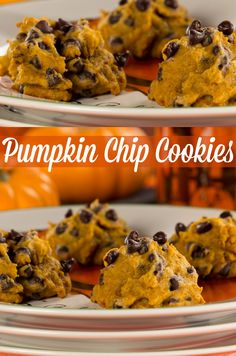 Spiced Pumpkin Chip Cookies | They're full of cinnamon, spice, and everything #fall. It's the perfect #lowcarb #cookie recipe for the season!