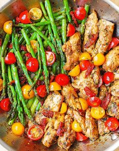 One-Pan Pesto Chicken and Veggies – sun-dried tomatoes, asparagus, cherry tomatoes. Healthy, gluten free, Mediterranean diet recipe with basil pesto. abendessen One-Pan Pesto Chicken and Veggies Basil Recipes, Paleo Recipes, Yummy Recipes, Recipes Dinner, Cooker Recipes, Dinner Recipes For Two On A Budget, Chicken Recipes Dairy Free, Gluten Free Recipes For Lunch, Breakfast Recipes