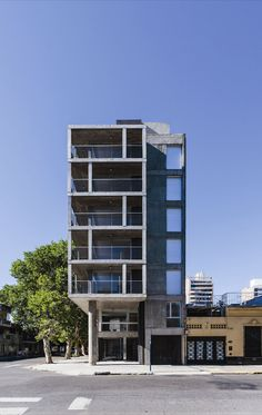 Esificio ubicado en esquina / SL 2401 / CMS Arquitectas