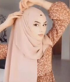 Turban Hijab, Turban Mode, Video Hijab, Simple Hijab Tutorial, Hijab Style Tutorial, Hair Wrap Scarf, Hair Scarf Styles, Style Hijab Simple, Hijab Trends
