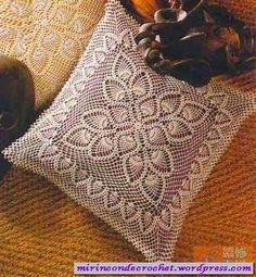 Almofada de croche com grafico