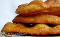 Sütőporos lángos 15 perc alatt Salty Foods, Eat Pray Love, Hungarian Recipes, Recipe Mix, Fries, Bacon, Recipies, Food And Drink, Vegetarian