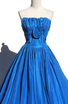 vintage taffeta evening dress. $138.00, via Etsy.