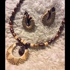 Jewelry set handmade in Hawaii Vintage Coconut shell and fiber weaving, I bought this in an store that sold art jewelry in Hawaii in the 80's. Jewelry