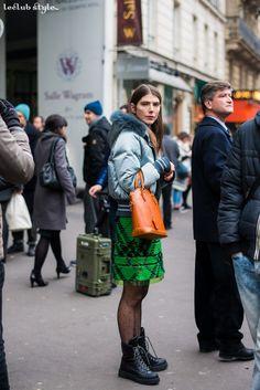 Womenswear Street Style by Ángel Robles. Fashion Photography from Paris Fashion Week. Before Maison Margiela show, Paris.