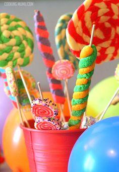 Fun fair biscuits.  Biscuits de fête foraine.