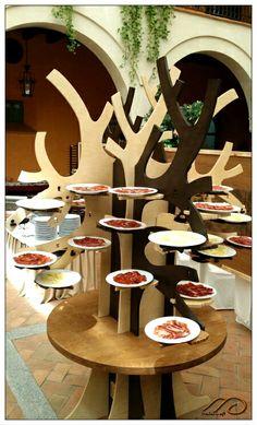 Exposición de todos los platos en el árbol, esperando los comensales. Exhibition of all the dishes on the tree, waiting diners.