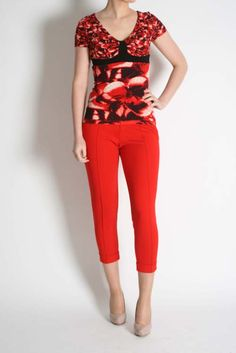 Isabel De Pedro Red Cropped Trousers Capri Pants, Fashion, Moda, Capri Trousers, Fashion Styles, Fashion Illustrations