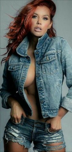 Beautiful Girl like Fashition Heaviest Woman, Gorgeous Redhead, Ginger Girls, Sexy Outfits, Jeans, Denim Shorts, Lady In Red, Redheads, Awesome