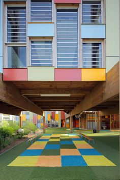 Vibrant colors mark the facade of a French children's school - Einrichtungsstil Future School, School Fun, Primary School, Elementary Schools, Kindergarten Architecture, Kindergarten Design, School Architecture, Colour Architecture, Architecture Details