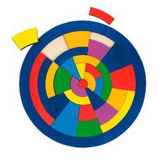 Mooie kleurrijke 39-delige houten puzzel in de vorm van een cirkel.
