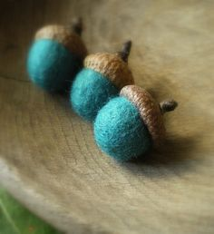 ✄ A Fondness for Felt ✄ felted craft diy inspiration - Turquoise felted wool acorns-:) Cute Crafts, Felt Crafts, Wet Felting, Needle Felting, Wooly Bully, Acorn Crafts, Felted Wool Crafts, Textiles, Wool Applique