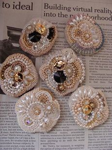 someone made rhinestones into sew ons Bead Embroidery Jewelry, Textile Jewelry, Beaded Embroidery, Beaded Jewelry, Brooches Handmade, Handmade Flowers, Handmade Crafts, Handmade Jewelry, Barrettes
