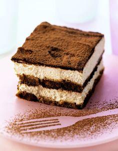 Crave form some Italian dessert? Look no more and try this low carb tiramisu! Diabetic Desserts, Sugar Free Desserts, Dessert Recipes, Homemade Tiramisu, Tiramisu Recipe, Low Carb Deserts, Low Carb Sweets, Best Low Carb Recipes, Wheat Free Recipes