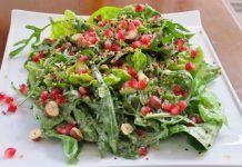 Χριστουγεννιάτικη πράσινη σαλάτα με ρόδια, ξηρούς καρπούς και μήλα για να εντυπωσιάσετε Greek Dishes, Greek Recipes, Avocado Toast, Guacamole, Salads, Food And Drink, Mexican, Breakfast, Ethnic Recipes