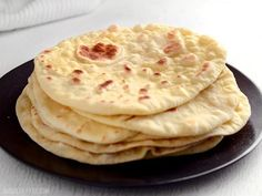 Easy Homemade Naan Recipe - Step By Step Photos - Budget Bytes Cooking Bread, Cooking Recipes, Bread Recipes, Homemade Naan Bread, Naan Recipe, Rolls Recipe, Fried Fish Recipes, Good Food, Yummy Food