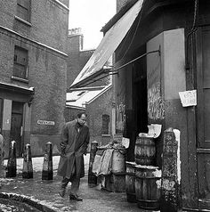 Frostic Place, Stepney, London, A winter's day in Frostic Place. A man walks past a shop with sacks of King Edward potatoes and barrels of herring outside. Get premium, high resolution news photos at Getty Images Vintage London, Old London, East London, London History, British History, London Boroughs, Historical Photos, Great Britain, Fotografia