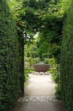 Abbey House Garden - Cotswolds.