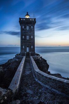 Kermorvan Lighthouse at de entry of Le Conquet Harbor, Bretagne_ West France