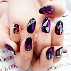 Amazing shattered glass nail design ! :)