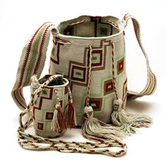 These crochet bags (mochilas) are made by Wayuu Indian women from the Wayuu tribe.