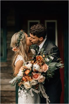🤵👰 Boho Wedding 📷 Photography 📸 Photo Ideas 💡 Love the colors for a fall wedding! Perfect Wedding, Dream Wedding, Sunset Wedding Theme, Wedding Ideias, Autumn Wedding, Fall Wedding Suits, Autumn Bride, Floral Wedding, Bohemian Wedding Flowers