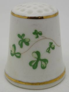 Royal Tara. Shamrocks. Ireland. Thimble-Dedal-Fingerhut.