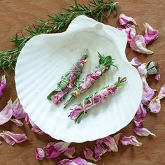 DIY: Smudge Sticks | http://adventures-in-making.com/diy-smudge-sticks/ #herbs #garden #tutorial