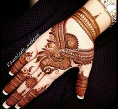 Here are stylish and latest Front Hand Mehndi Designs, Choose the best. Henna Hand Designs, Mehndi Designs For Girls, Simple Arabic Mehndi Designs, Indian Mehndi Designs, Modern Mehndi Designs, Wedding Mehndi Designs, Henna Tattoo Designs, Mehandi Designs, Mehendi Simple