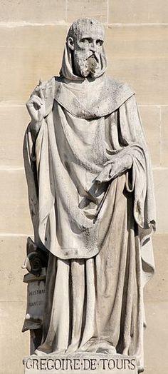 Grégoire de Tours par Jean Marcellin Pierre, avant 1853. 1° statue du Pavillon Turgot au Pavillon Richelieu, cour Napoléon, palais du Louvre.- GREGOIRE DE TOURS, 1) BIOGRAPHIE, 1: Il est issu, par son père Florent (Florentius), d'un femille aristocratique arverne: son père et son grand-père GEORGIUS (ou Georgins), ancien évêque de Langres, avaient été sénateurs, et son oncle paterne était Gallus ou saint GAL 1°, évêque de Clermont.