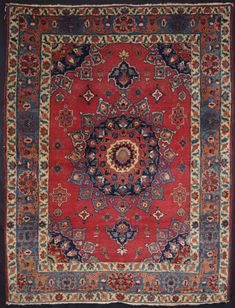 OLD PERSIAN TABRIZ RUG WITH EXCELLENT SOFT COLOURS, CLASSIC DESIGN, CIRCA 1920  Size: 5ft 9in x 4ft 6in (176 x 138cm).