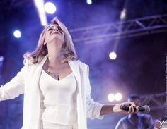 Νατασσα Μποφιλιου Βοτανικος White Dress, Concert, Coat, Jackets, Dresses, Fashion, Down Jackets, Vestidos, Moda