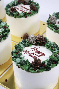 Blog - Eat Cake Be Merry - holiday wreath cake