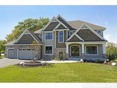 I love Tudor inspired homes!