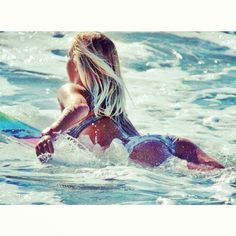 Hot blonde on surf board! Surf Girls, Beach Girls, Beach Bum, Kitesurfing, Photo Surf, Female Surfers, Sup Stand Up Paddle, Summer Surf, Summer Time
