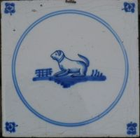 blauw delft antieke tegel Delft Tiles, Antique Tiles, Encaustic Art, Smurfs, Art Decor, Dog Cat, Blue And White, Gras, Dutch